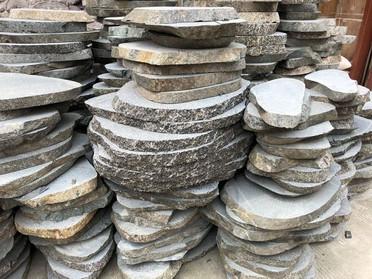 飛び石中国石材市場にて