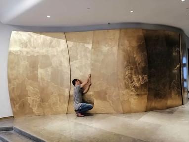 真鍮板の装飾壁