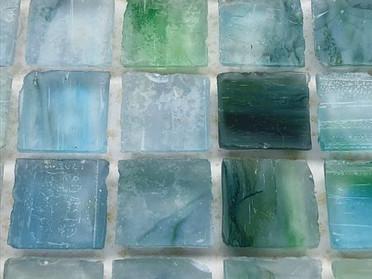 ガラスモザイク(二種のエッジ仕上げ)