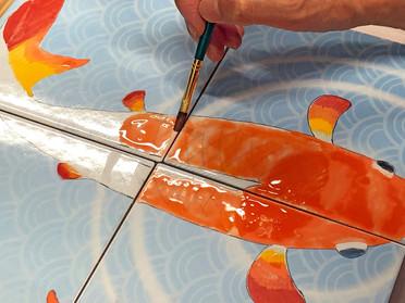 錦鯉を描く