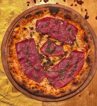 Füme Kaburgalı Pizza'nın Pestoyla Muhteş