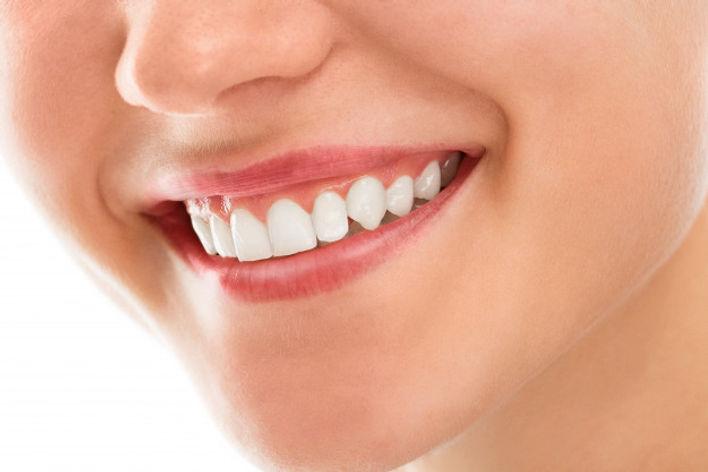 dentist-with-smile_144627-883.jpg