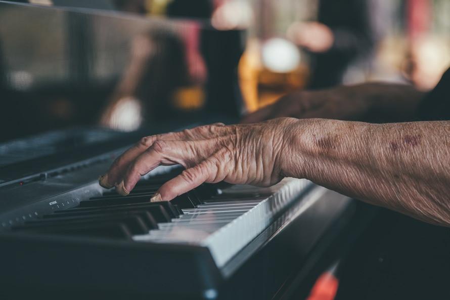 Old piano teacher