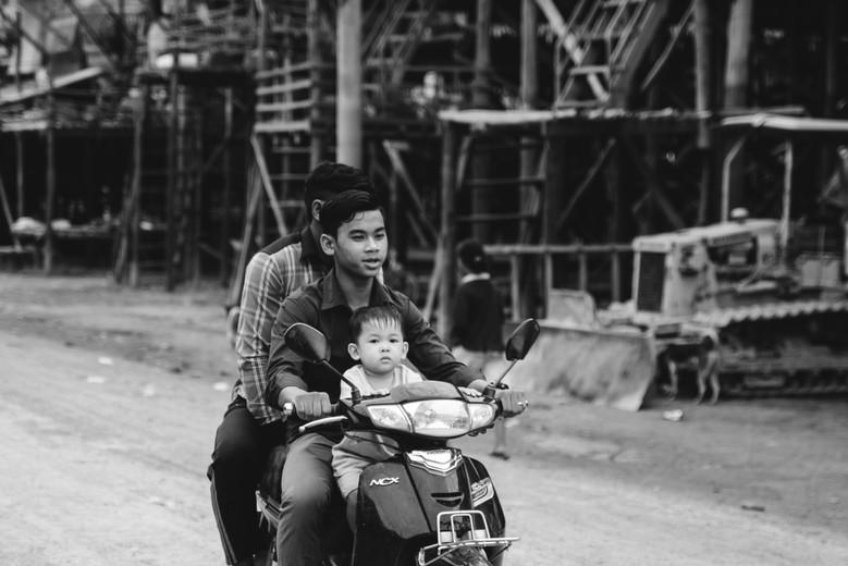 cambodia damily on moped
