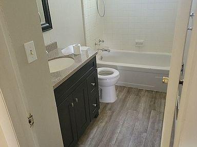 9-bathroomjpg