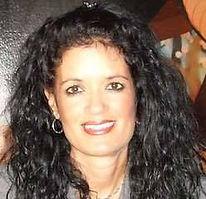 Lucie Knapp Headshot.jpg