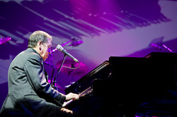 Jools Holland at the piano