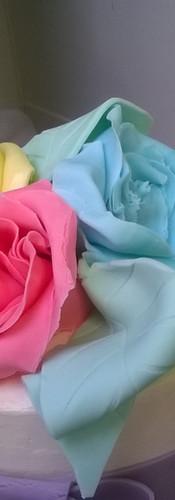 Zoom Fleurs en pâte à sucre modelées à la main