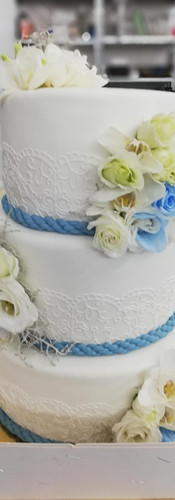 wedding cake blanc et bleu