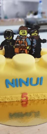 gâteau_personnalisé_lego_movie.jpg