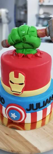gâteau personnalisé avengers