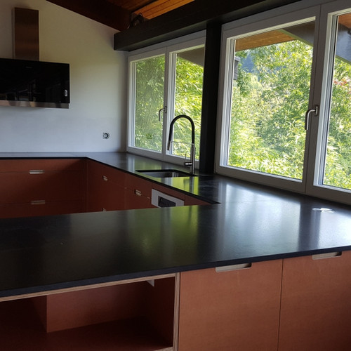 Küche aus Sperrholz braun