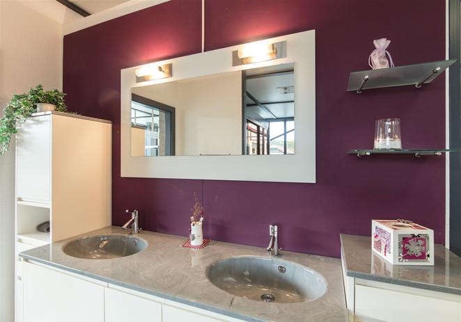 salle de bain blanc et gris