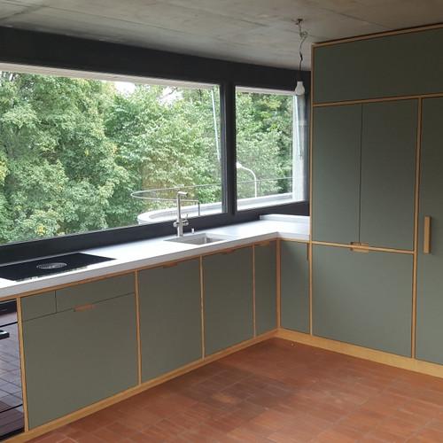 Umbau 50er- Jahr Haus, Küche Linoleumfront, Eiche und Betonabdeckung