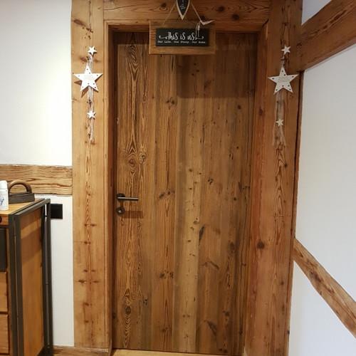 Zimmertüre mit Altholzplatte