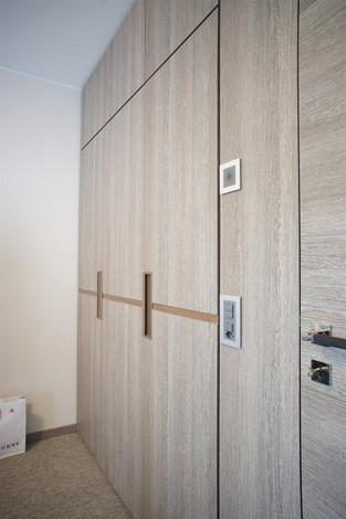 porte et armoire en stratifié