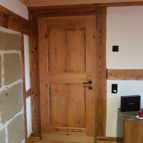Zimmertüre antik gestemmt, auf neustem Stand