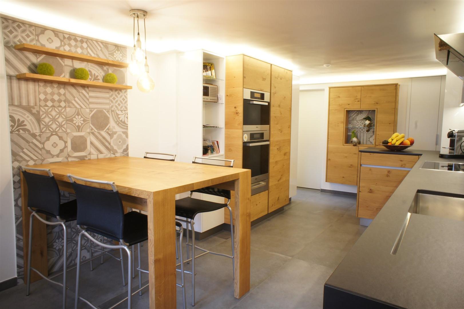 cuisine-chene-bois-table.jpg