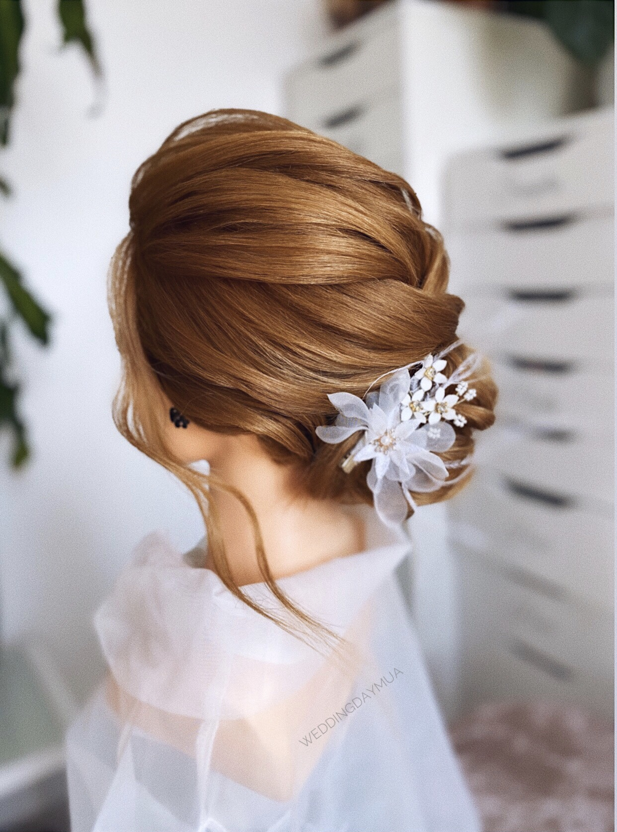 BEST WEDDING HAIRSTYLIST