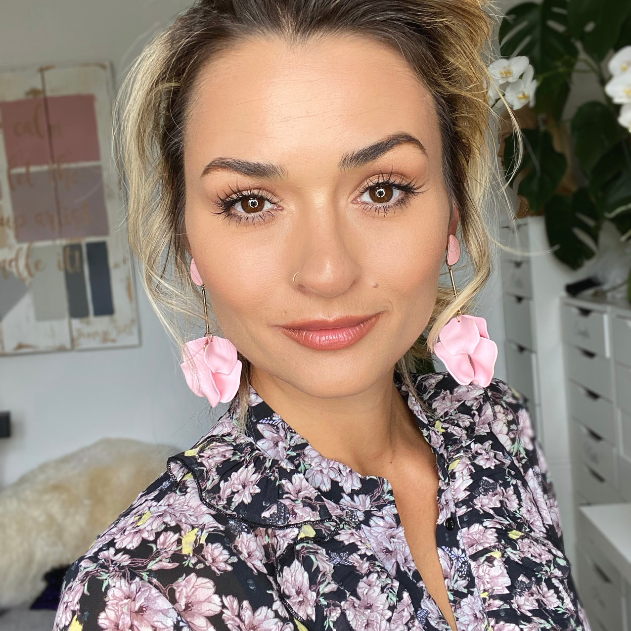 SUMMER 2020 BEAUTY TRENDS, BIG LASH TREND, OVER THE TOP LASHES TREND, MAKEUP TREND 2020.