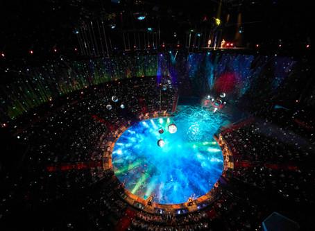 ≪Oz≫ハウス・オブ・ダンシング・ウォーターで輝く:LEDフォロースポット