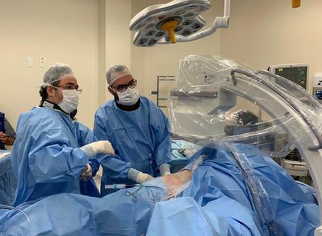Litotripsia percutânea para o tratamento do cálculo renal coraliforme.