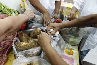 Se necesitan voluntarios para preparan sopa en la sede de Caritas