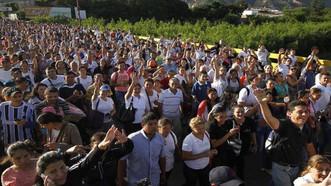 """Recolectan donaciones para venezolanos que """"caminan por la esperanza"""" hacia Colombia"""