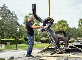 El venezolano Alberto Cavalieri inauguró un jardín de esculturas en Miami