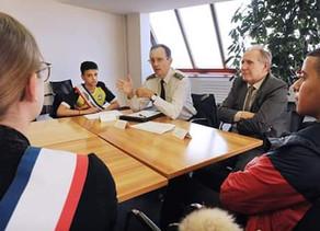 Quand les jeunes élus de Nanterre rencontrent les forces de l'ordre