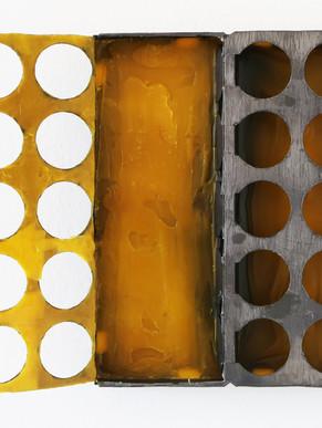 Graphit und Bienenwachs auf Pappe, 2019, 43 x 39 x 4 cm