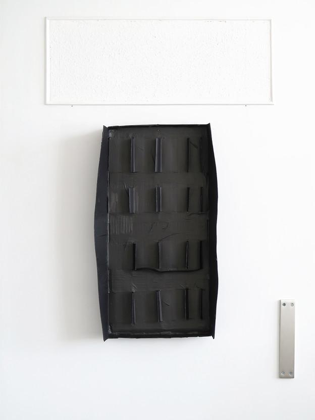 Graphit auf Pappe, 2019, 38 x 64 x 9 cm