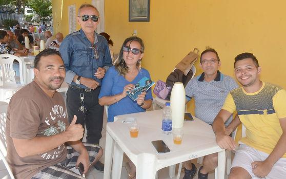 Com a filha Lourena de Souza e amigos.jp
