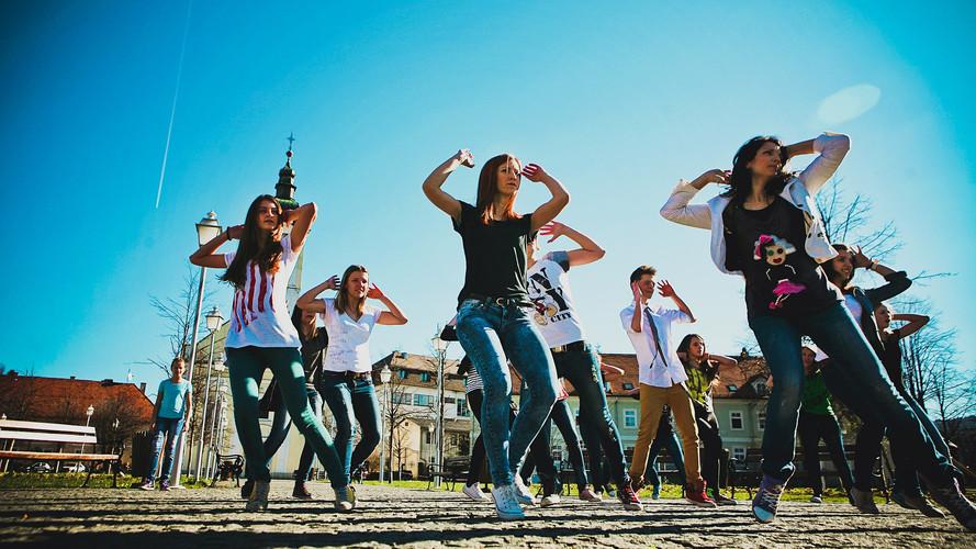 dancing-632740_1920.jpg