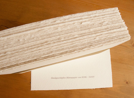 Wie entsteht handgeschöpftes Büttenpapier?