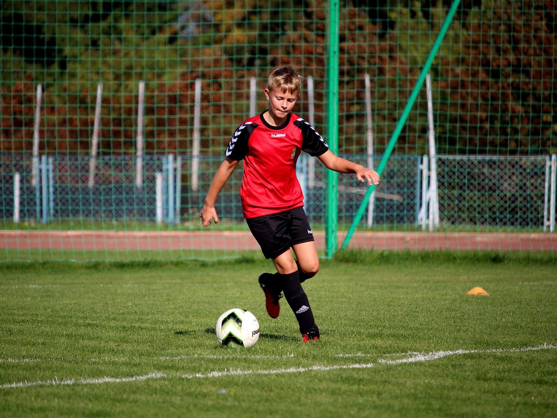 football-2853590_1920.jpg