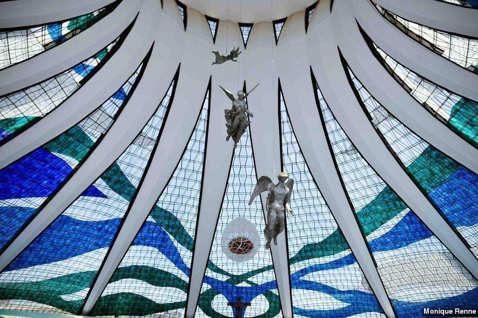 A descida dos anjos e os Vitrais.jpg