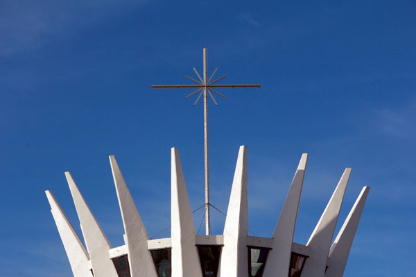 A Cruz no Topo do Templo.jpg