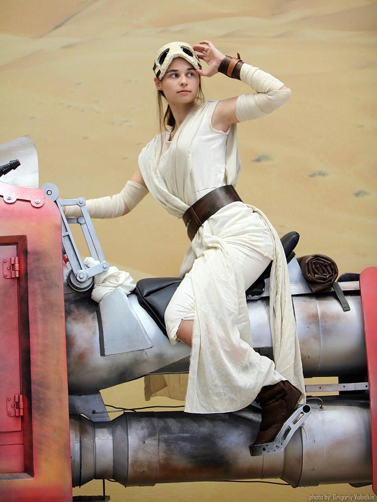 rey_cosplay__star_wars__episode_vii__by_svetliy_sudar-d9h1ccf