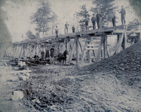 Train tressle construction 1899.jpg