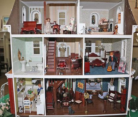 lr-dollhouse-in2.jpg