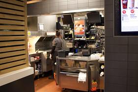_0006_06-kitchen.jpg