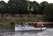 5. Ryegate II approaches Molesey Lock..j