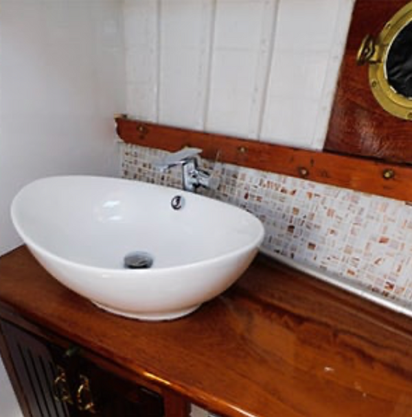 Elsa II bathroom.png