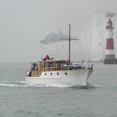 Mimosa-arriving-at-Hull-Marina-next-mont