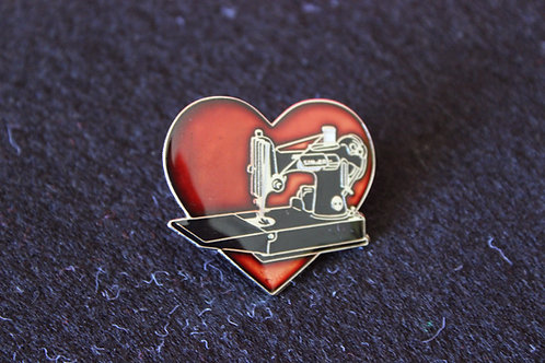 """Love your Featherweight"" Pin"
