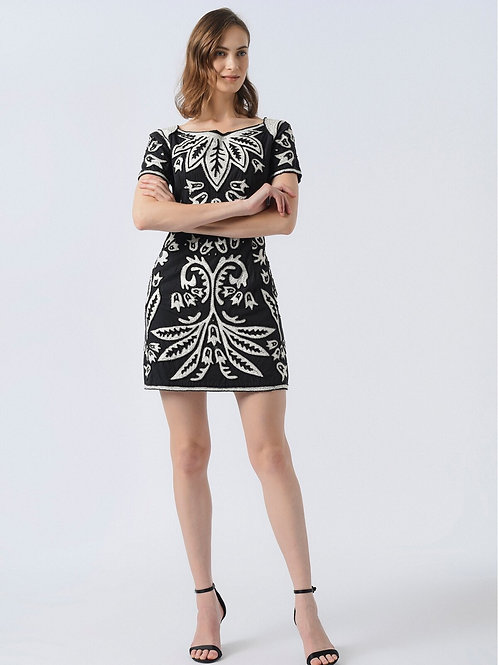 Desenli İşlemeli Elbise
