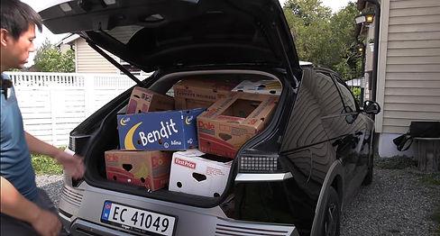 Bananaboks-Bjørn-bak-med-boks.jpg