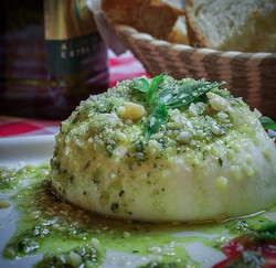 Burrata com Pesto Genovese