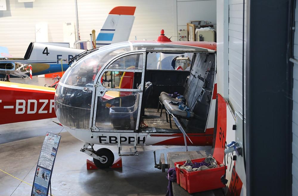 L'Alouette III n° 2445 a rejoint le hall d'Espace Air Passion pour sa restauration en statique aux couleurs du SAF.